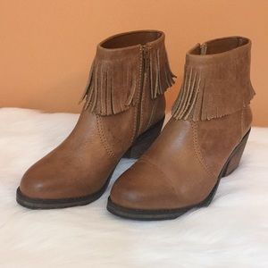 Shoemint brown leather ankle boot with fringe